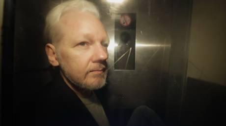 ΗΠΑ: Απαγγέλθηκαν 17 κατηγορίες για κατασκοπεία σε βάρος του Τζούλιαν Ασάνζ