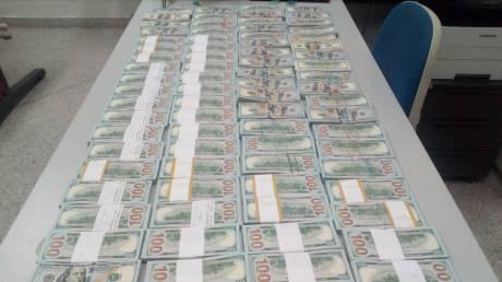 Ρώσο που μετέφερε 800.000 δολάρια εντόπισαν τελωνειακοί στο Ελευθέριος Βενιζέλος