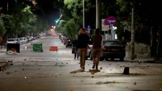 Νύχτα έντασης σε Αθήνα και Θεσσαλονίκη: Μολότοφ, καταστροφές και πληροφορίες για πυροβολισμούς
