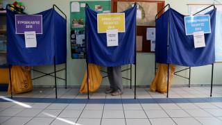 Εκλογές 2019: Ουρές και ταλαιπωρία στις τετραπλές κάλπες