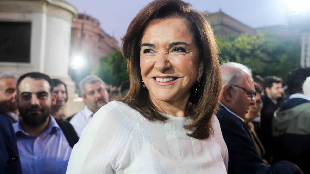 Εκλογές 2019: Με τα εγγόνια της στην κάλπη η Ντόρα Μπακογιάννη