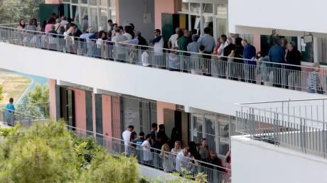 Εκλογές 2019: Τεράστιες ουρές σε εκλογικά κέντρα