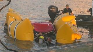 Τραγωδία στις ΗΠΑ: «Άλμα» με αυτοκίνητο πάνω από σηκωμένη γέφυρα σκότωσε δύο ανθρώπους