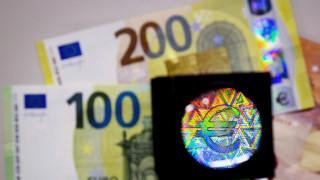 Έτοιμα για κυκλοφορία τα νέα χαρτονομίσματα των 100 και 200 ευρώ