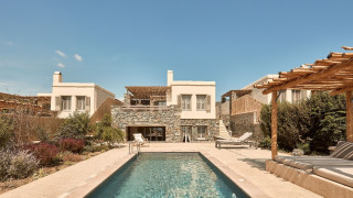 Τήνος: Διακοπές υψηλής αισθητικής με θέα το Αιγαίο στο Diles & Rinies Luxury hotel villas