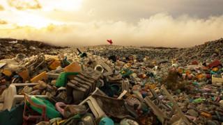 Μια κινηματογραφίστρια αποκαλύπτει: Τα σκουπίδια «καταπίνουν» τους τροπικούς παραδείσους