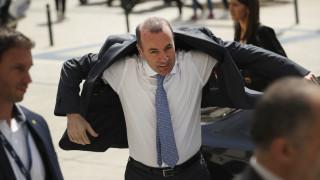 Με ελληνική γραβάτα στη σύνοδο του ΕΛΚ ο Μάνφρεντ Βέμπερ