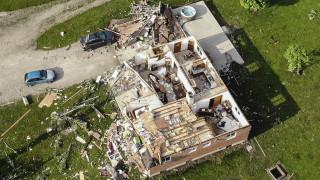 Εικόνες Αποκάλυψης στις ΗΠΑ: Φονικοί ανεμοστρόβιλοι ισοπέδωσαν γειτονιές