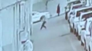Ο νέος ήρωας της Κίνας: Πιάνει μωρό που πέφτει από τον πέμπτο όροφο