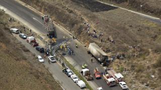Μεξικό: Δεκάδες νεκροί και τραυματίες από σύγκρουση λεωφορείου με φορτηγό