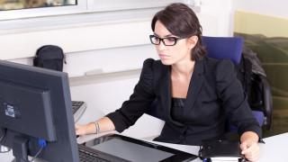 Θύελλα αντιδράσεων στη Ρωσία για το μπόνους σε εργαζόμενες που φορούν φούστα και μακιγιάζ
