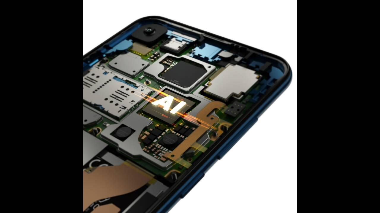 https://cdn.cnngreece.gr/media/news/2019/05/31/178900/photos/snapshot/Motorola-one-Vision_ROW_Sapphire-Gradient_Processor.jpg