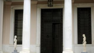 Μαξίμου σε ΝΔ για Παυλόπουλο: Συνταγματική υποχρέωση η υπογραφή