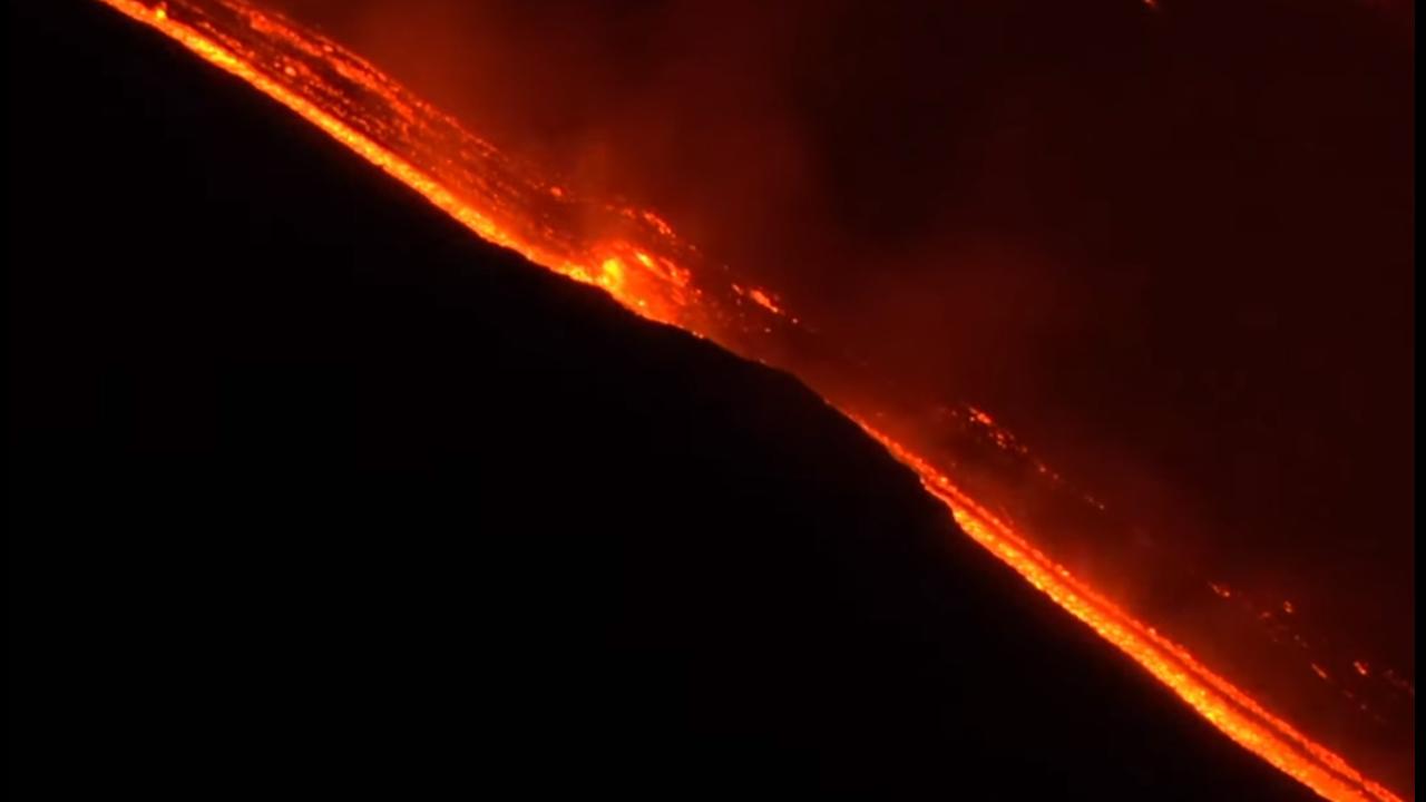 https://cdn.cnngreece.gr/media/news/2019/06/02/179036/photos/snapshot/etna6.PNG