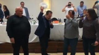 Κατερίνη: O Σέρβος ΥΠΕΞ τραγουδά το «Μη μου θυμώνεις μάτια μου» και σπάει πιάτα