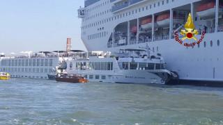 Βενετία: Κρουαζιερόπλοιο συγκρούστηκε με σκάφος και προσέκρουσε σε προβλήτα