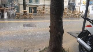 Καιρός: Άνοιξαν οι ουρανοί στη Θεσσαλονίκη
