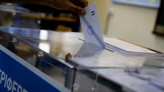 Εκλογές 2019: Εκλογικοί αντιπρόσωποι «πιάστηκαν στα χέρια» για την ψήφο ηλικιωμένου