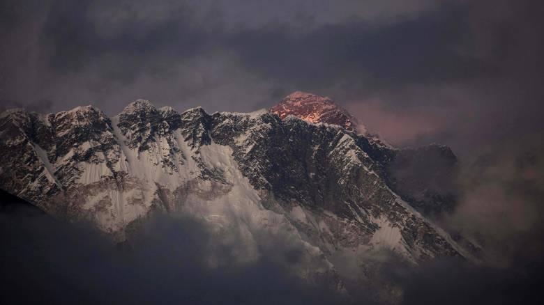 Συνεχίζονται οι έρευνες για την αναζήτηση των οκτώ αγνοούμενων ορειβατών στα Ιμαλάια
