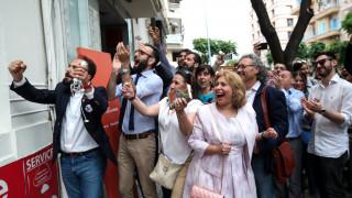 Εκλογές 2019: Πανηγυρισμοί στο εκλογικό κέντρο του K. Ζέρβα για το exit poll