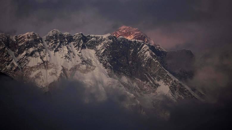 Ιμαλάια: Στο κόκκινο η αγωνία για τους εξαφανισμένους ορειβάτες – Εντοπίστηκαν πτώματα