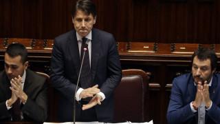 Ενδοκυβερνητικές συγκρούσεις, τελεσίγραφα και χρέος απειλούν την Ιταλία
