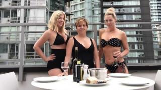 Beverly Hills 90210: Η Κέλι, η Ντόνα και η Άντρεα, 29 χρόνια μετά, ποζάρουν με τα μαγιό τους