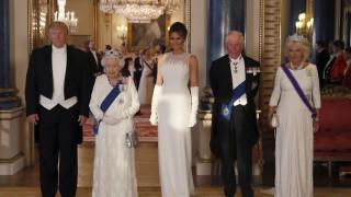 Έσπασε το πρωτόκολλο ο Τραμπ στο δείπνο με τη βασίλισσα Ελισάβετ