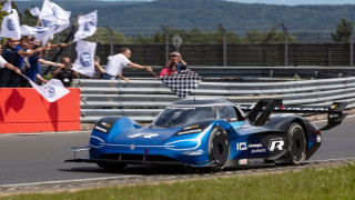 To ηλεκτρικό υπερ - αυτοκίνητο VW I.D. R. κονιορτοποίησε το ρεκόρ των ηλεκτρικών στο Nürburgring