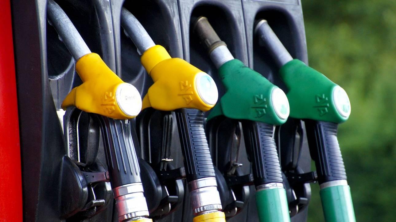 Στα ύψη η τιμή της βενζίνης στην Ελλάδα, παρά την πτώση του πετρελαίου