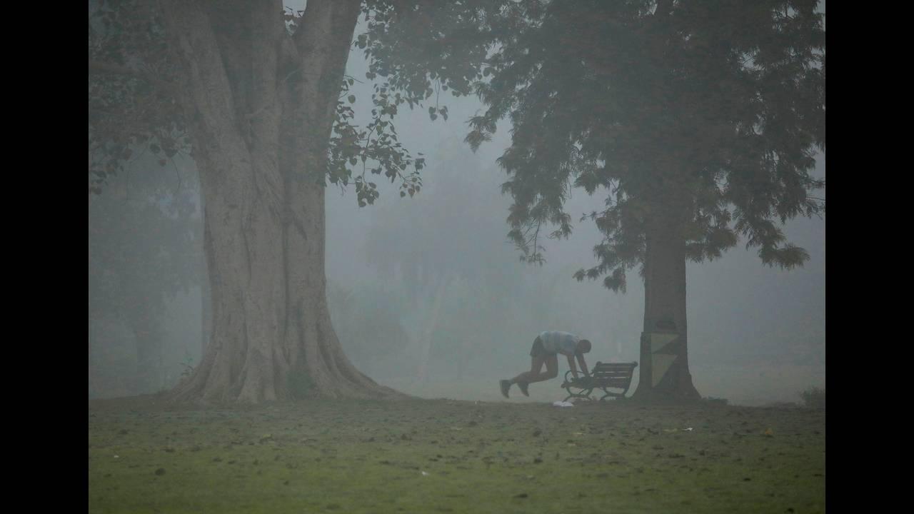 https://cdn.cnngreece.gr/media/news/2019/06/05/179516/photos/snapshot/2017-11-09T092330Z_705826438_RC1D710050D0_RTRMADP_3_INDIA-POLLUTION.JPG