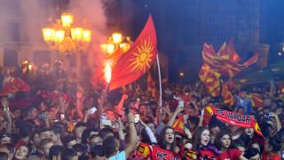 «Ποτέ Βόρεια, μόνο Μακεδονία»: Συνθήματα κατά την υποδοχή ομάδας στα Σκόπια