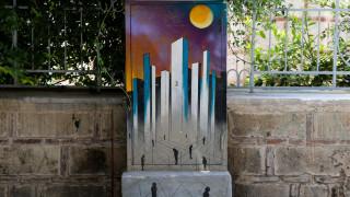 Κουτιά του ΟΤΕ μεταμορφώθηκαν σε… έργα τέχνης και το κέντρο της Αθήνας γέμισε με χρώμα