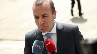 Ο Μάνφρεντ Βέμπερ επανεξελέγη πανηγυρικά επικεφαλής του Ευρωπαϊκού Λαϊκού Κόμματος