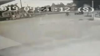 Τρίκαλα: Βίντεο από τη στιγμή που τρακτέρ χτυπάει ποδηλάτη