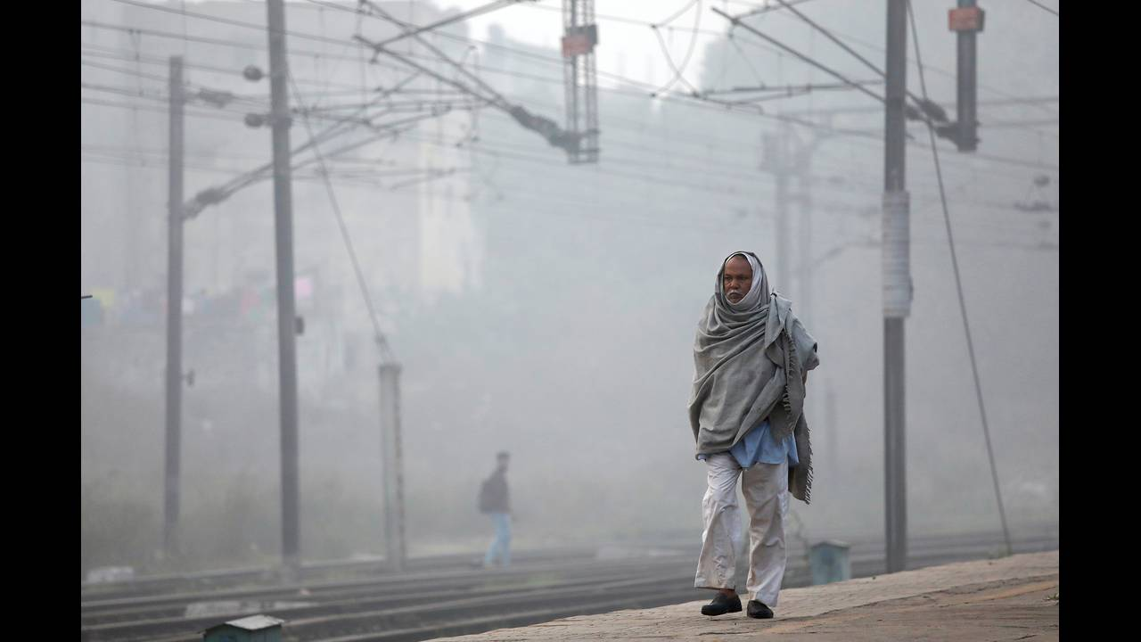 https://cdn.cnngreece.gr/media/news/2019/06/05/179610/photos/snapshot/2017-11-10T092651Z_1483155078_RC1A6E682010_RTRMADP_3_INDIA-POLLUTION.JPG