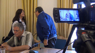 Τρίπολη: Σκληρός καβγάς - Η αντιπεριφερειάρχης παραλίγο να επιτεθεί σε δημοσιογράφο
