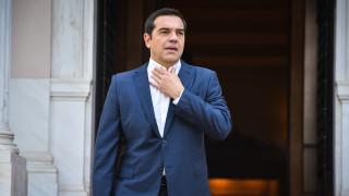 Δηλώσεις Τσίπρα έξω από το Μαξίμου για την οικονομία