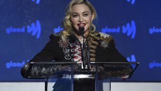 Έξαλλη η Μαντόνα με ομογενή δημοσιογράφο: «Με κάνει να νιώθω σαν βιασμένη»