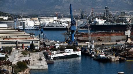 Με τροπολογία δίνονται 17.875 εκατ. ευρώ στα Ναυπηγεία Σκαραμαγκά και Ελευσίνας