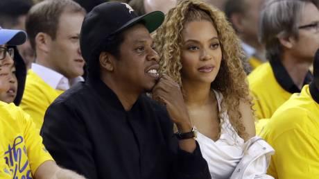 Η Beyonce σκοτώνει μ' ένα βλέμμα τη γυναίκα που τόλμησε να μιλήσει στον Jay Z