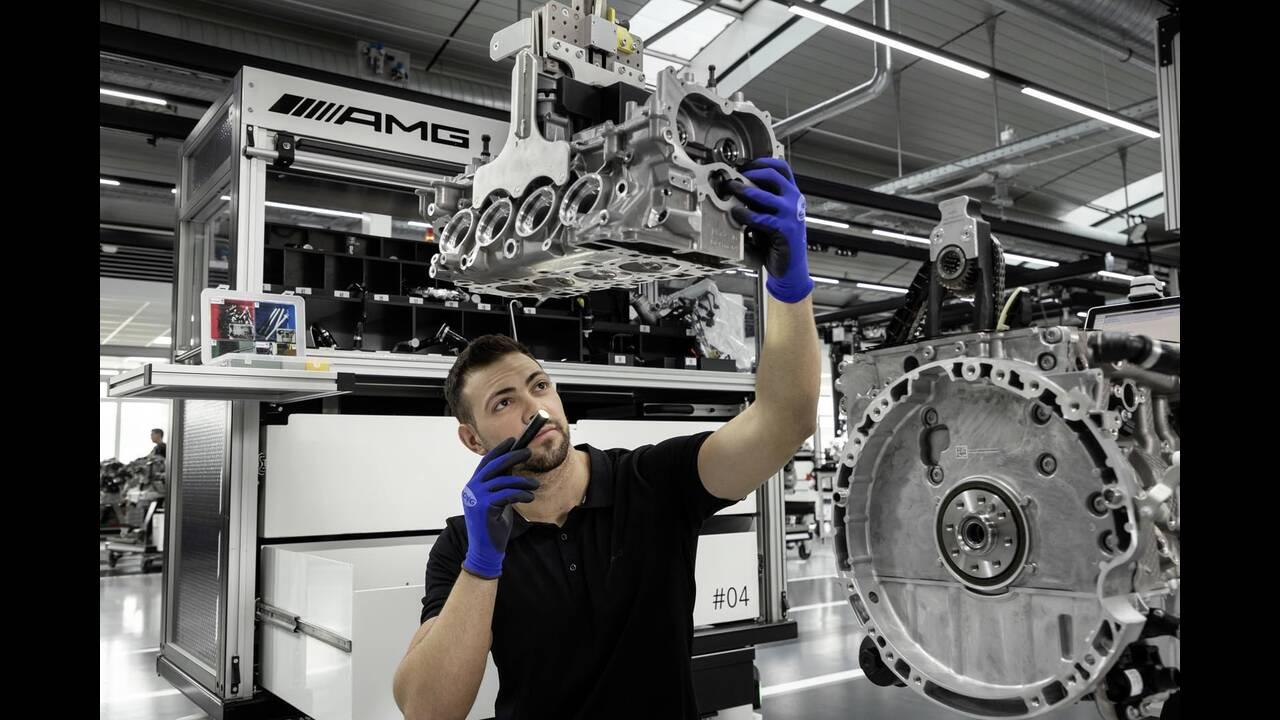 https://cdn.cnngreece.gr/media/news/2019/06/07/179820/photos/snapshot/Mercedes-AMG-M-139-17.jpg