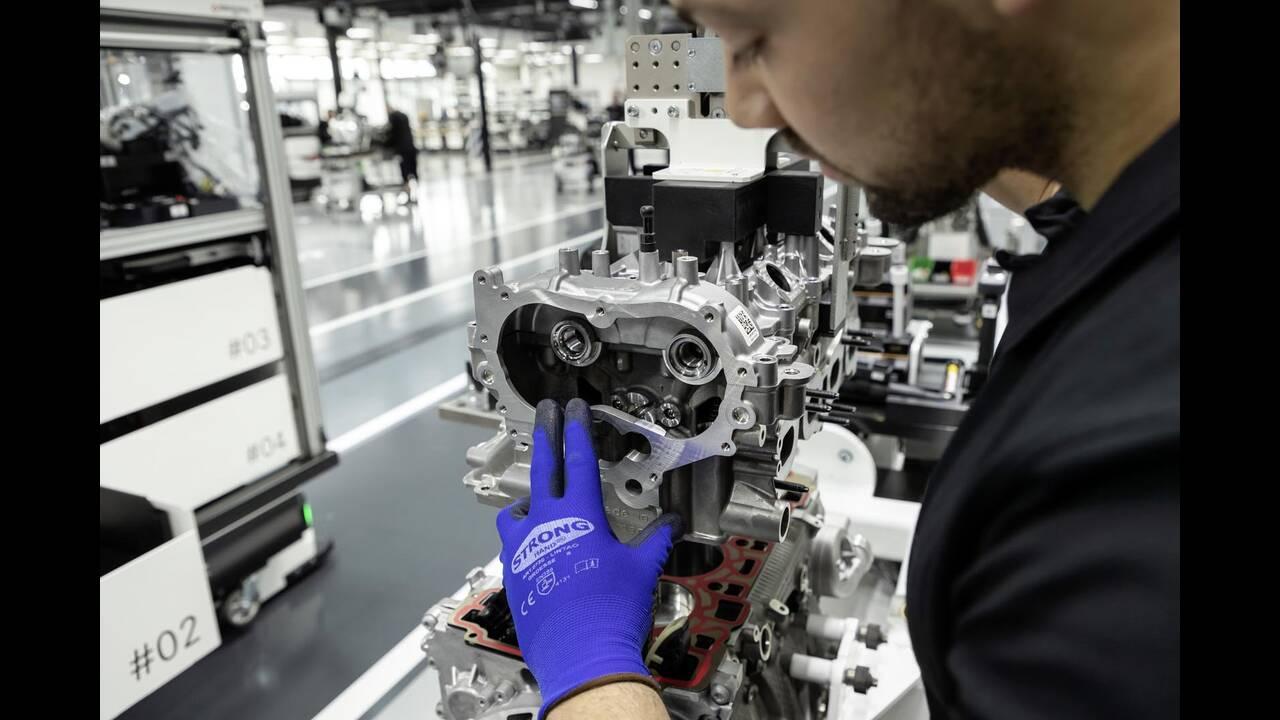 https://cdn.cnngreece.gr/media/news/2019/06/07/179820/photos/snapshot/Mercedes-AMG-M-139-18.jpg