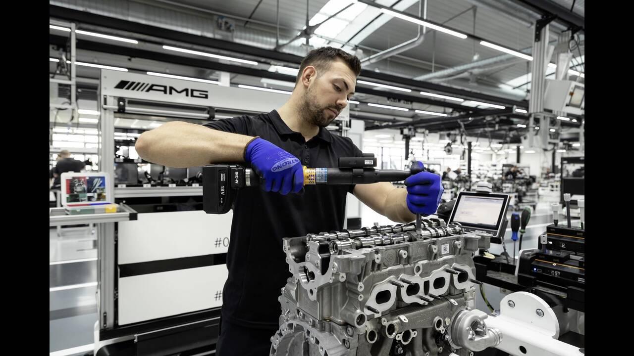 https://cdn.cnngreece.gr/media/news/2019/06/07/179820/photos/snapshot/Mercedes-AMG-M-139-19.jpg