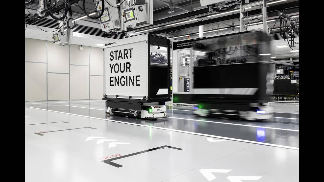 https://cdn.cnngreece.gr/media/news/2019/06/07/179820/photos/snapshot/Mercedes-AMG-M-139-2.jpg