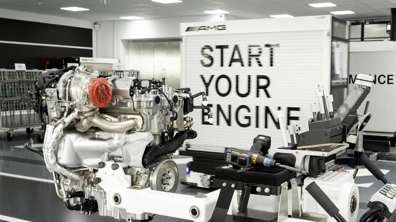https://cdn.cnngreece.gr/media/news/2019/06/07/179820/photos/snapshot/Mercedes-AMG-M-139-23.jpg