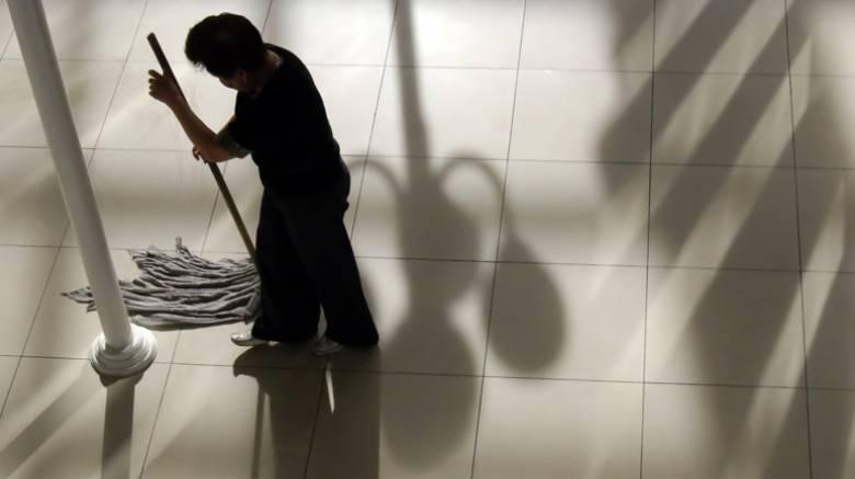 Στα βαρέα και ανθυγιεινά όλες οι καθαρίστριες της δημόσιας εκπαίδευσης