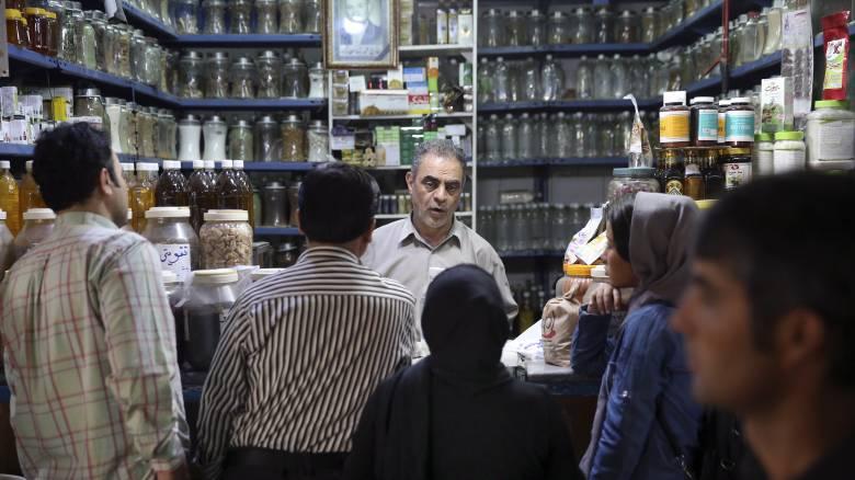Τεχεράνη: Λουκέτο σε 547 εστιατόρια και καφέ λόγω προσβολής της «ισλαμικής ηθικής»