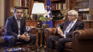 Σε προεκλογικές θέσεις μάχης: Στον Παυλόπουλο ο Τσίπρας, παρουσιάζεται το πρόγραμμα του ΣΥΡΙΖΑ