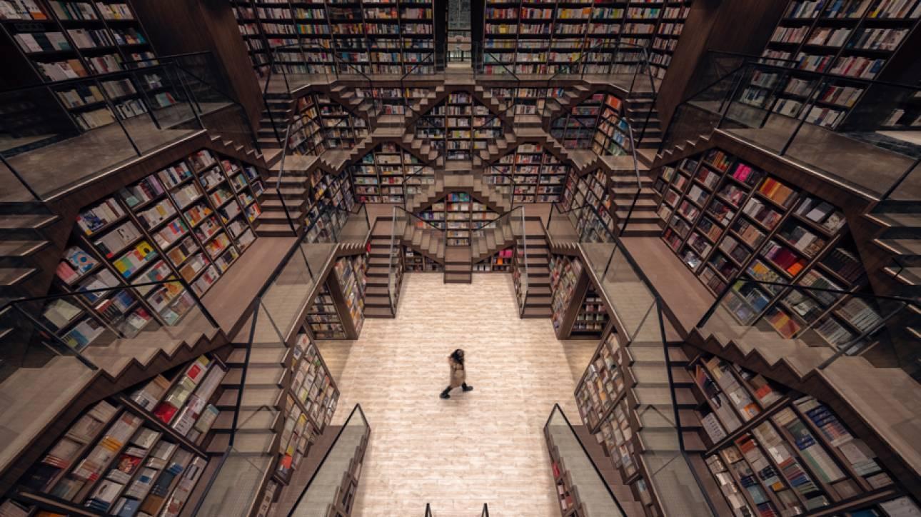 Chongqing Zhongshuge: Ένα βιβλιοπωλείο στην Κίνα, «βγαλμένο» από τις γκραβούρες του Έσερ